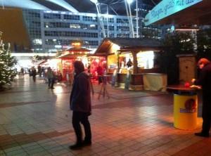 Hüttchen am Weihnachtsmarkt - Flughafen München - Terminal 2