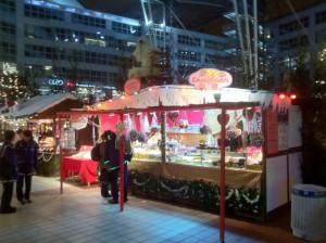 Stand am Weihnachtsmarkt gleich neben dem Terminal 2